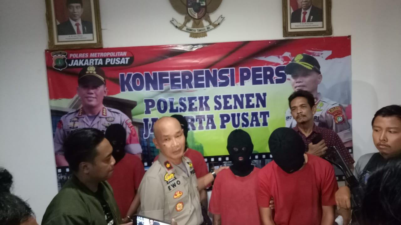 Foto; Kiki/GemilangNews.Com Konferensi Pers Polsek Senen, Ungkap Empat Pelaku Tindak Kejahatan Jalanan. Jum'at, (24/01/2020/). Dok. Red GN.Com).
