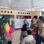 "Foto : GemilangNews.Com/Kiki Ibu Mendagri, Tri Suswati, dalam rangka bansos, ""Bersama Lawan Covid-19"". Selasa, (07/07/2020)"